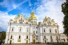 基辅,乌克兰- 5月20 :未认出的游人拜访Pechersk拉夫拉-全国历史文化圣所修道院和une 免版税库存图片