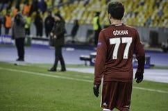 基辅,乌克兰- DEC 06 :在UEFA期间的Gokhan格尼尔拥护L 库存照片
