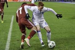 基辅,乌克兰- DEC 06 :在UEFA期间的Gokhan格尼尔拥护L 免版税图库摄影