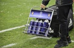 基辅,乌克兰- DEC 06 :瓶子用在UEFA冠军期间的水 库存照片