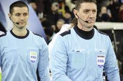 基辅,乌克兰- DEC 06 :裁判员在UEFA Ch期间的克雷格汤姆生 图库摄影