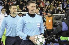 基辅,乌克兰- DEC 06 :裁判员在UEFA Ch期间的克雷格汤姆生 库存照片