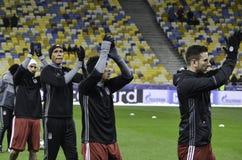 基辅,乌克兰- DEC 06 :贝希克塔什足球运动员感谢爱好者dur 免版税图库摄影