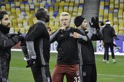基辅,乌克兰- DEC 06 :贝希克塔什足球运动员感谢爱好者dur 免版税库存照片