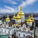 基辅,乌克兰 Pechersk拉夫拉修道院和河Dni圆屋顶  库存照片