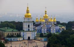 基辅:圣迈克尔的金黄半球形的大教堂 库存图片