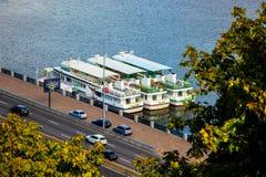 基辅 2018年10月 在码头的白色火轮 旅途火轮的德聂伯级 库存图片