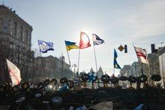基辅12月26日,乌克兰:Euromaidan, Maydan,护拦和帐篷Maidan detailes在Khreshchatik街道上 免版税库存照片