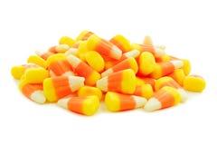 堆万圣夜在白色的糖味玉米 免版税库存图片