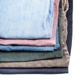 堆不同的牛仔裤和条绒关闭  库存照片