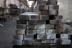 堆不锈钢正方形管 库存图片