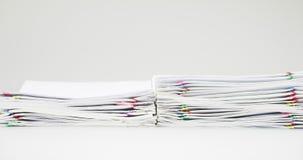 堆与五颜六色的纸夹时间间隔的收据超载 股票视频