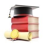 堆与毕业盖帽和文凭的书 免版税库存照片