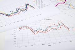 堆与财政报告和统计的纸张文件 免版税库存照片
