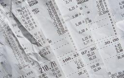 堆与费用的普通购物收据 免版税库存图片