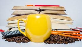 堆书、计算器和咖啡 免版税库存图片