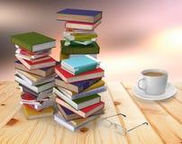 堆书和笔记本在一张木桌上 免版税库存照片