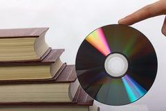 堆书和CD-ROM 免版税库存图片