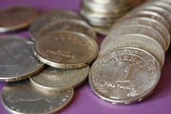 堆从乌克兰银行的硬币 乌克兰类型硬币:戈贝克 银行业务,税,债务的概念,当被弄脏 库存照片