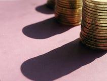 堆从乌克兰银行的硬币 乌克兰类型硬币:戈贝克 银行业务,税,债务的概念,当被弄脏 库存图片