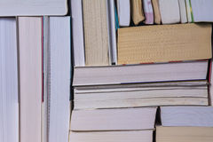 堆使用的旧书 免版税图库摄影