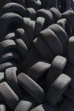 堆使用的汽车轮胎 免版税库存图片