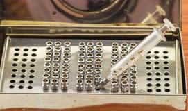 堆再用没有铁的针 药物针和玻璃syri的18G 免版税库存图片