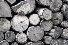 堆切好的木头 免版税库存图片