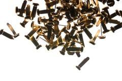 堆办公用品黄铜紧固件纸夹 免版税库存图片
