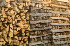 堆另外切好的木柴为wi做准备 库存照片