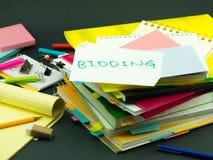 堆商业文件;出价 免版税库存照片