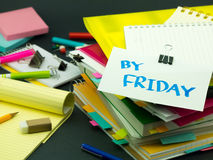 堆商业文件;在星期五之前 免版税库存照片
