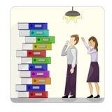 堆在一个对的多彩多姿的纸板文件夹失望的工作者旁边 r 从学校,办公室,工作 免版税库存照片