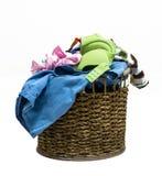 堆在一个洗涤的篮子的肮脏的洗衣店在白色背景 免版税图库摄影