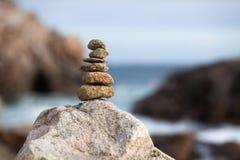 堆在岩石的石头 免版税库存照片