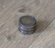 堆在木背景的两枚欧洲硬币 库存图片