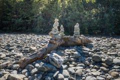 堆在杉状尾的岩石在Mt令人想往的国家公园,新西兰落 免版税库存图片