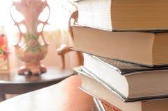 堆在桌上的书 免版税图库摄影