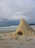 堆在海滩的沙子 免版税库存照片