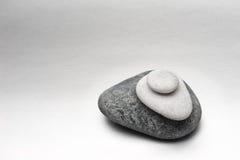 堆在灰色背景的石头 免版税库存照片