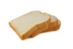 堆在白色的切的美国白面包 免版税库存照片