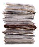 堆在白色的老杂志 免版税库存图片