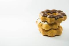 堆在白色的被分类的油炸圈饼 库存图片