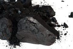 堆在白色背景的亚烟煤的煤炭 免版税库存照片