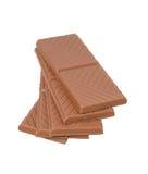 堆在白色背景的巧克力片 免版税库存图片