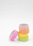 堆在白色背景的温暖的色的五颜六色的Washi磁带 免版税库存照片