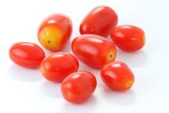 堆在白色背景隔绝的罗马蕃茄,宏指令 免版税库存图片