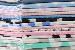 堆在白色隔绝的棉织物材料 库存照片