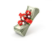 堆在礼物丝带的100美金 免版税库存照片