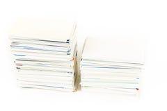 堆在被隔绝的桌上的名片 免版税库存照片